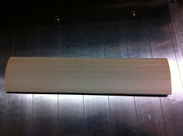 切った本の破片