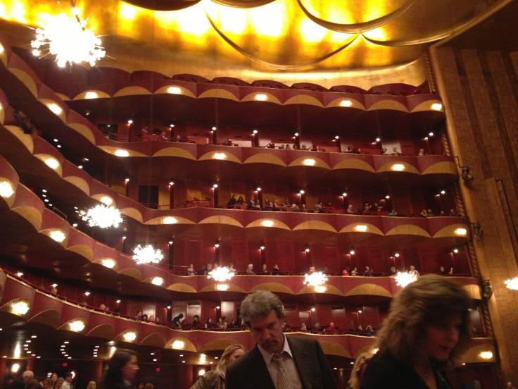 オペラハウスの中
