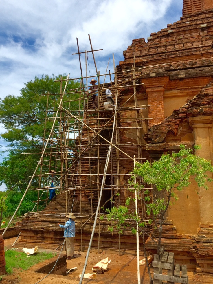 パゴダの修復風景。1000年の時と刻んできたもの。